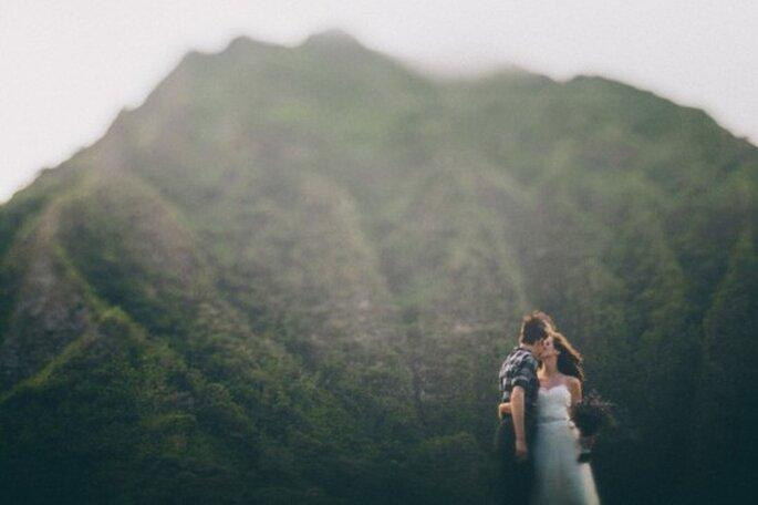 Boda destino en Oahu. Foto de OneLovePhoto.com.