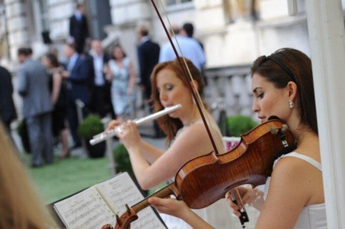 Contrata un grupo de música clásica para tu boda - Foto H2oh! Entertainment