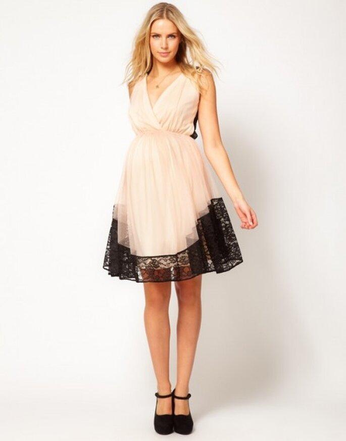 vestido de fiesta para invitada de boda embarazada en color rosa nude y detalles de encaje