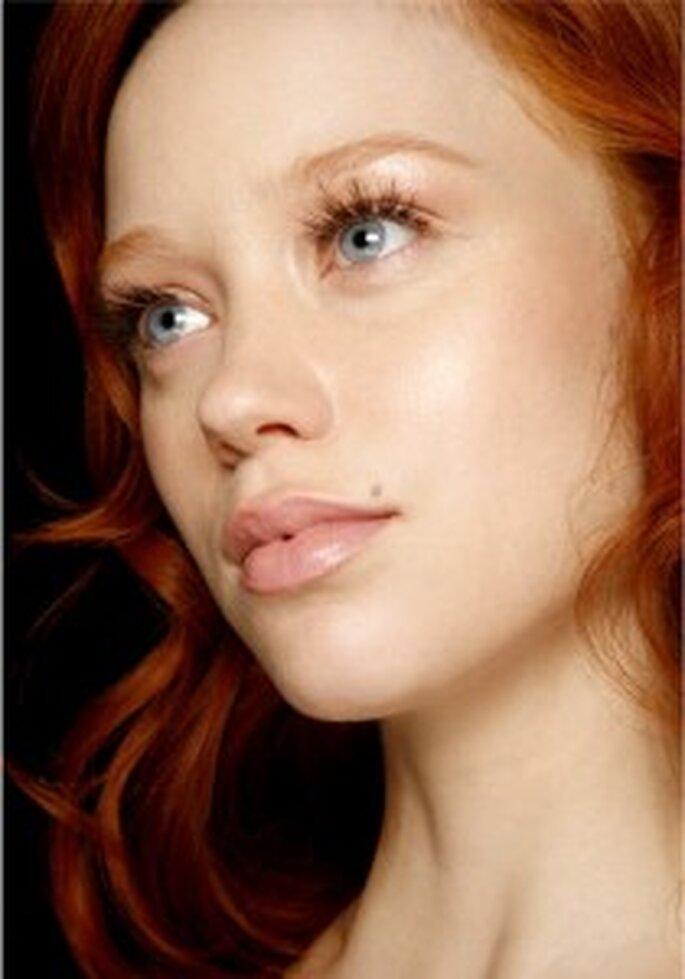 Novia pelirroja de ojos claros