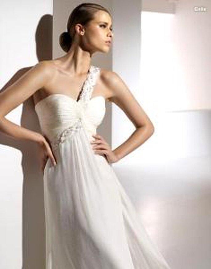 Pronovias 2010 - Galia, vestido largo ligero, en seda drapeada, tirante en bordado