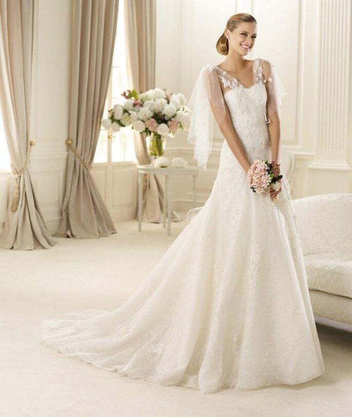 Vestido de novia con elegantes mangas de tul - Foto Pronovias 2013