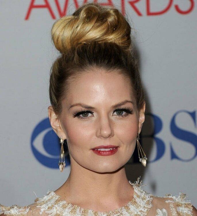 L'actrice Jennifer Morrison s'est inspirée du chignon d'Audrey Hepburn, Top Hair Knot