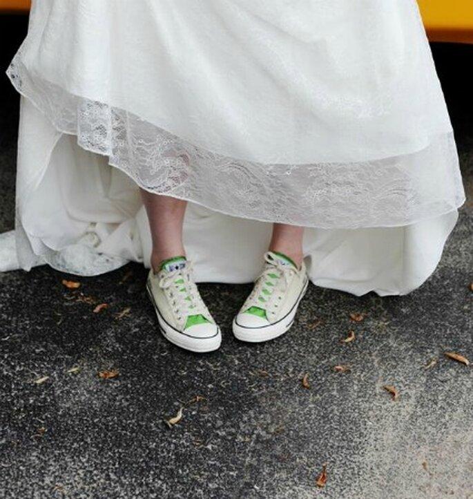 Novia con zapatillas-Foto: Kate Headley