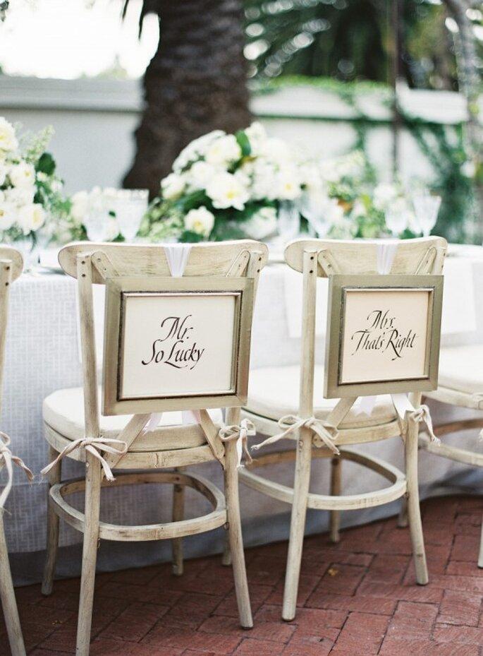 Decoraciones súper originales para las sillas en tu boda - Foto Patrick Moyer