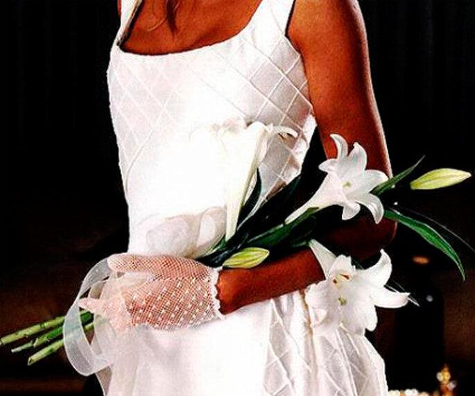 Bouquet de mariée chic et raffiné. - Source : www.lymflores.com.ar