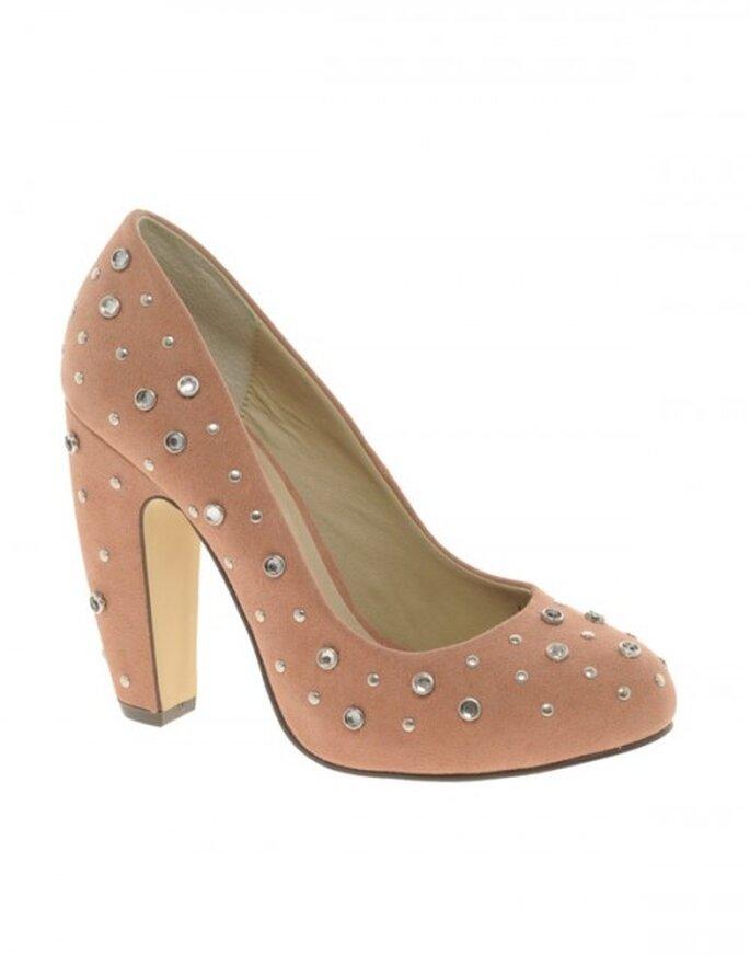 Zapatos cómodos para invitadas de boda embarazadas . Foto ASOS