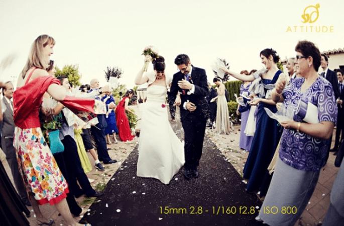 Reiswerfen: einer der beliebtesten Hochzeitsbräuche in Deutschland. Foto: Fran attitudefotografia.com