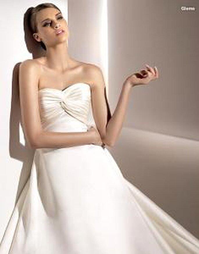 Pronovias 2010 - Glama, vestido largo en seda, escote en forma de corazón, drapeado