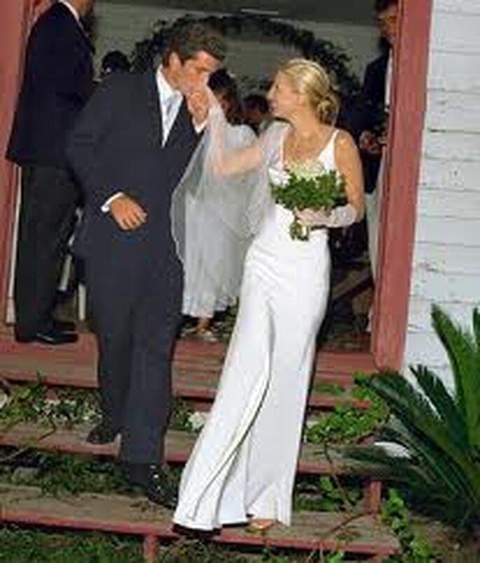 2. Carolyn Bessette Kennedy con un vestido original de Narciso Rodriguez
