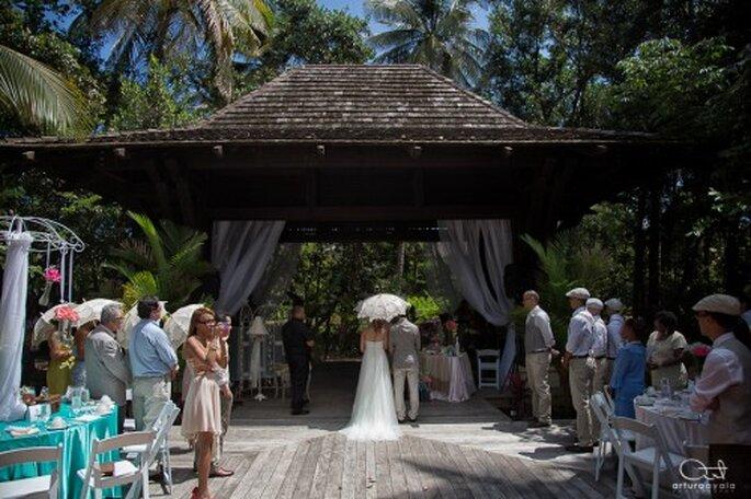 Incluye la carpa en la fotografía de tu boda como un fondo divertido - Foto Arturo Ayala