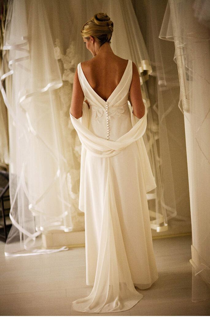 O Portais robe empire en crepe georgette, étole assortie photo JC leroy