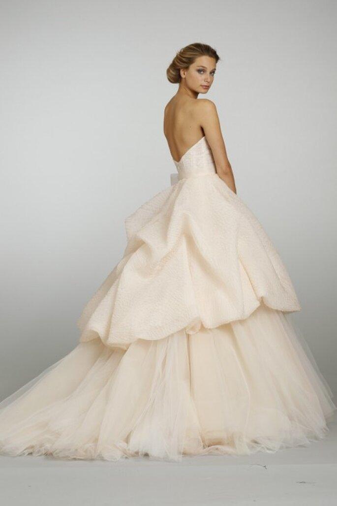 Vestido de novia en tono durazno con doble falda - Foto JLM Couture