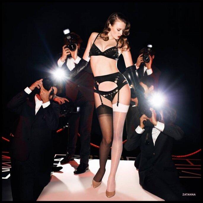 Conjunto de lencería sexy para novia en color negro con cut offs discretos - Foto Agent Provocateur