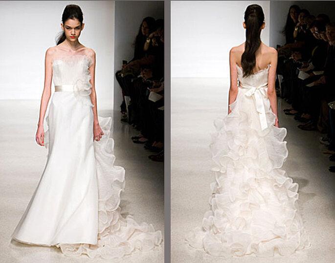 Vestido de novia con olanes en la cola y liso de enfrente - Foto: Amsale Bridal
