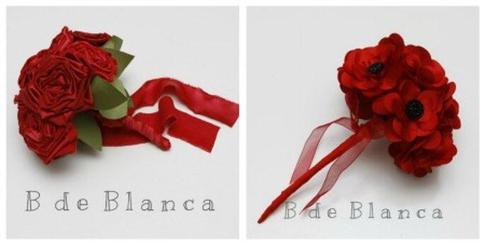 Flores rojas para las damas de honor