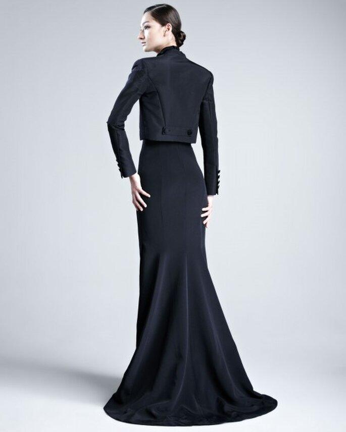 vestido de fiesta en color negro con cauda mediana y chaqueta fit a juego - Foto Bergdorf Goodman