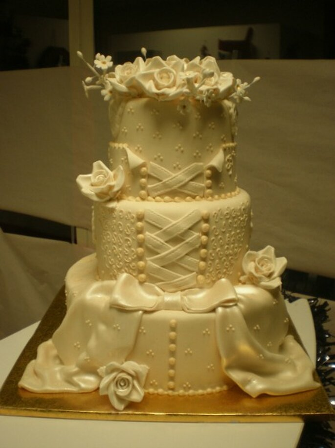 Gâteau de mariage version robe de mariée, quoi de plus approprié ? - Wedding Cakes Avenue