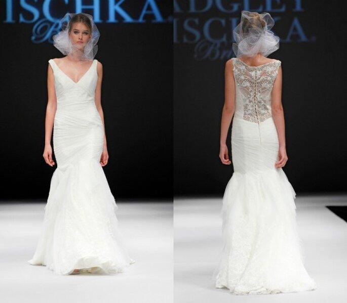 Vestido de novia corte sirena con herimos falda confeccionada en tul y marco ilusión en la espalda cubierto de pedrería - Foto Badgley Mischka