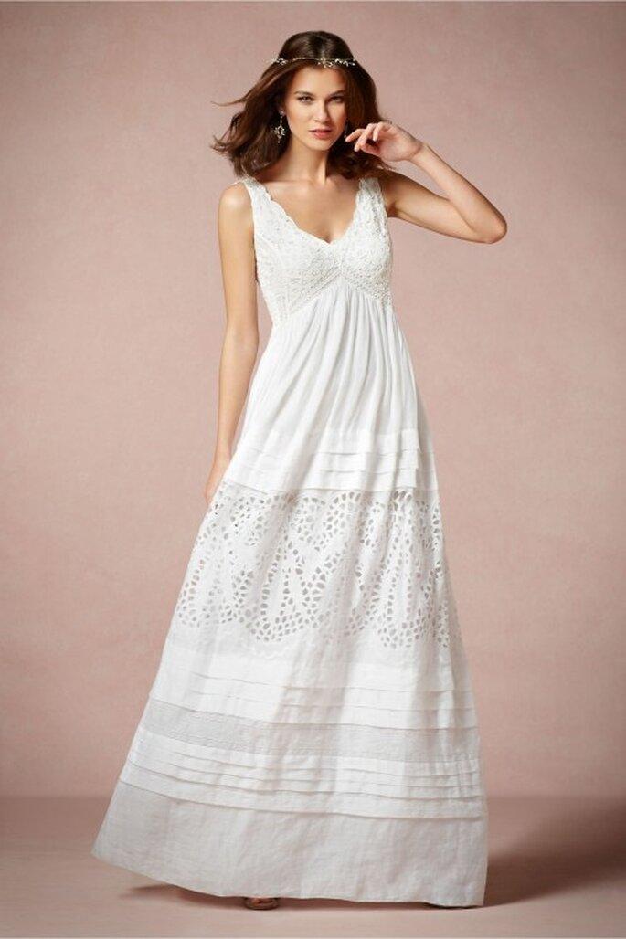 Vestido de novia 2014 con estilo hippie, cuello uve y textura calada en la falda - Foto BHLDN