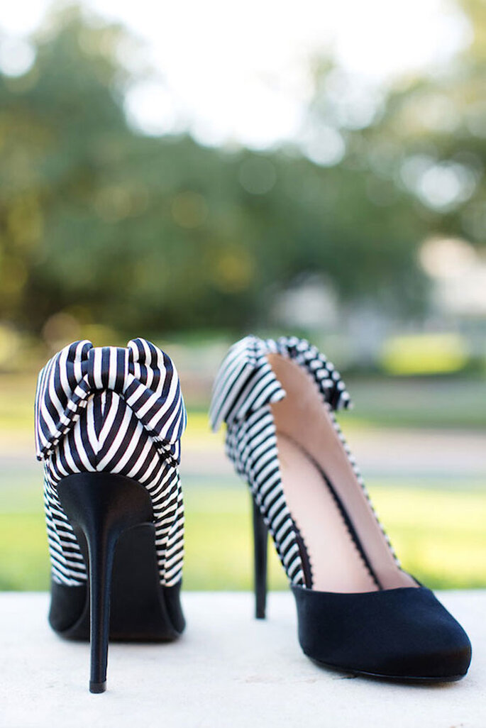 Tus zapatos de novia con una dosis elegante de blanco y negro - Foto Sarah Kate Photographer