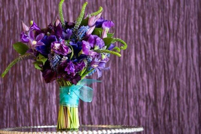 Dale un toque místico a tu boda con el color violeta - Foto Abby Jiu