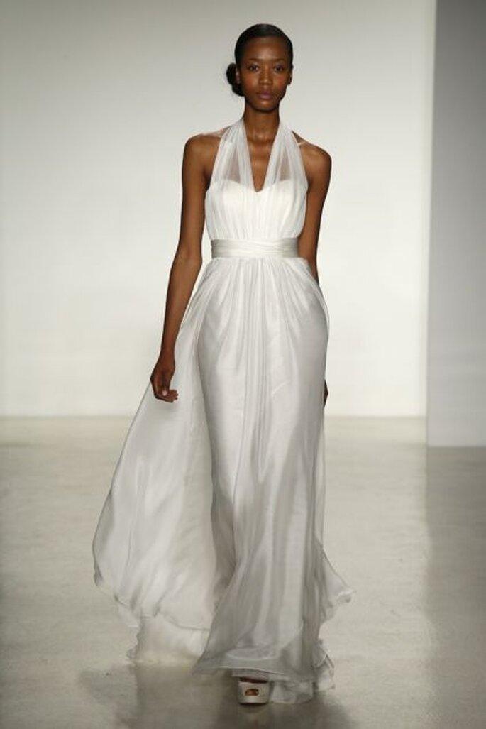 Vestido de novia 2014 con escote halter, fajín en la cintura y falda con caída elegante de Christos 2014