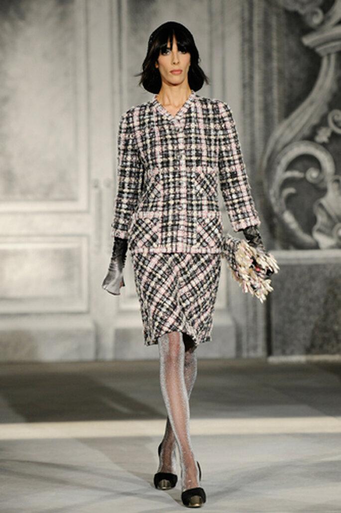 Klassisch und elegant – das Chanel-Kostüm kann jederzeit getragen werden – Foto: Chanel Otoño Invierno 2013