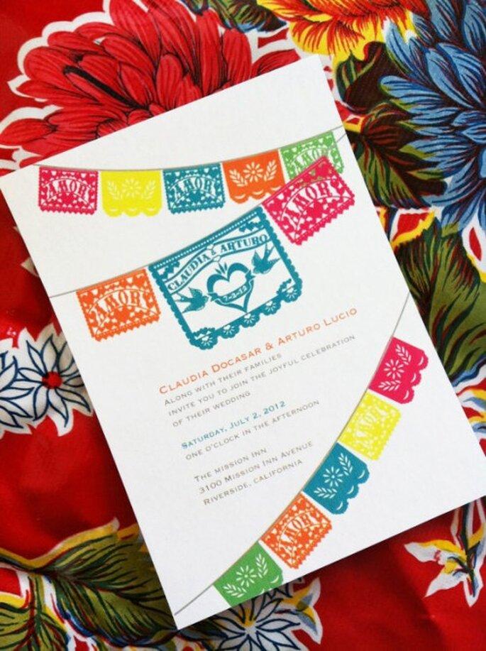 Invitación de bodas con papel picado de colores - Foto Vintagebabydoll