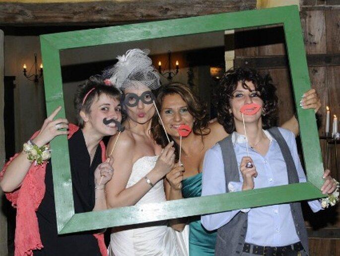 Foto di gruppo con tanta ironia per Raffaella e le sue invitate. Foto di Cristiano Denanni Foto Grafica Torino