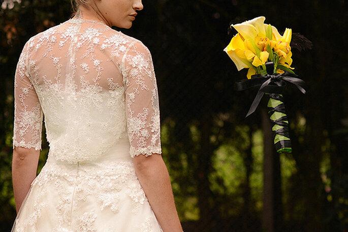 Quoi de plus poétique qu'un bouquet de mariée jaune ? - Photo: Juya Phographer