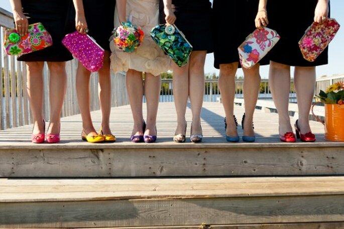 Zapatos y bolsas para boda juvenil. Foto de Krista Gates-Guy