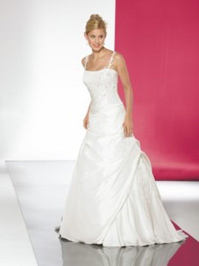 Lohrengel 2010 Donnatella - A-Linien-Kleid mit geradem Ausschnitt, mit Spitze in Blumenmustern an Oberteil und Trägern