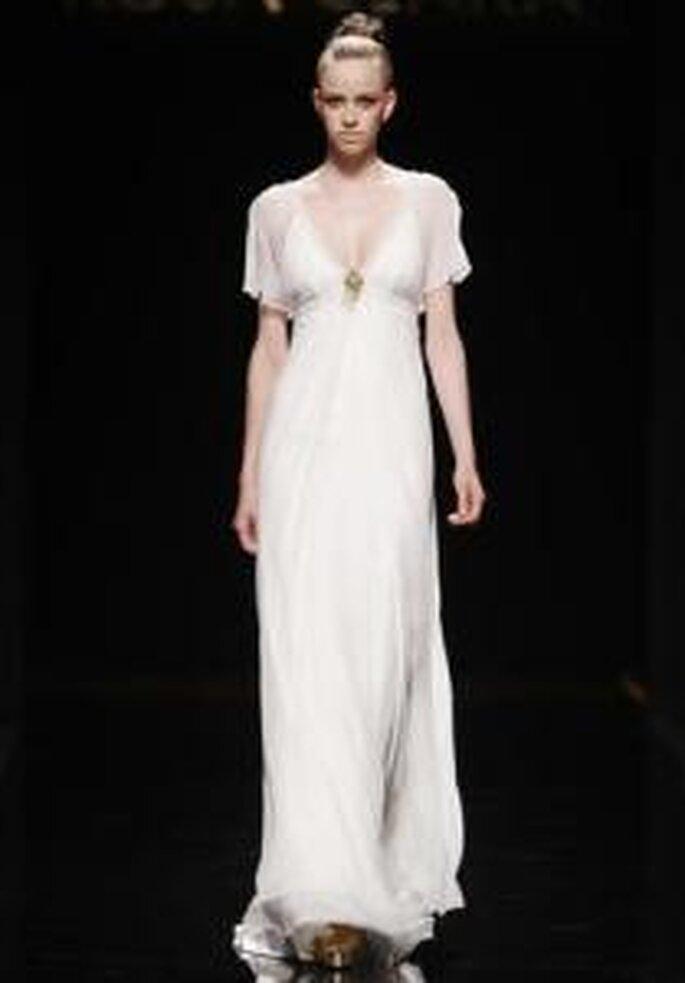 Rosa Clará 2010 - Robe longue en gaze, coupe empire, à décolleté en V, manches en chiffon