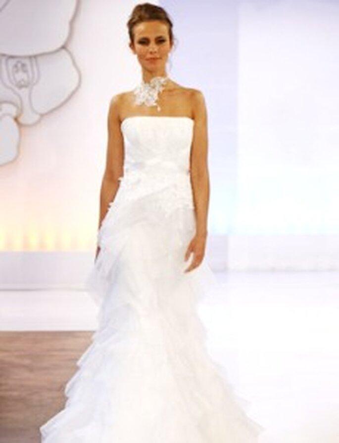 Cymbeline 2010 - Vestido largo de corte sirena, strapless, bordado y lazado, falda en tul