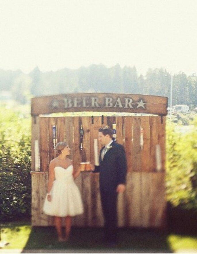 Poné un puesto de cerveza en tu boda - Fotos: Green Wedding Shoes