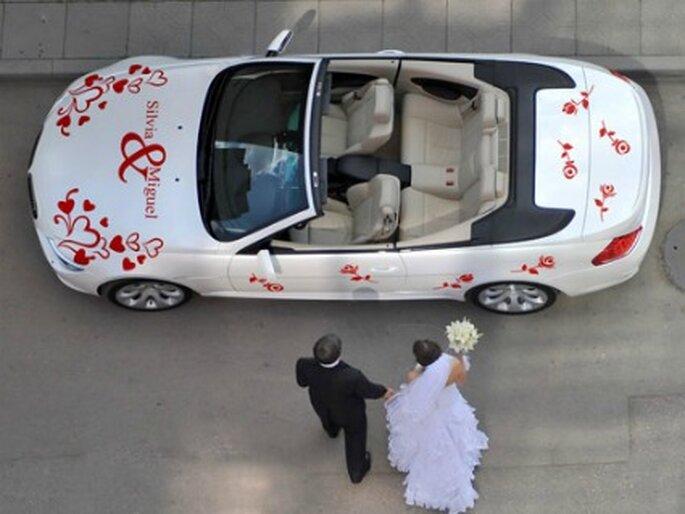 Si quieres una decoración diferente para el coche de tu boda, elige los vinilos - www.proyectovinilo.com