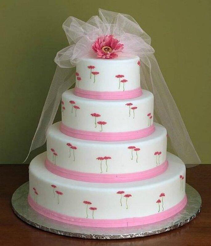 Torta white&pink con tanto di velo nuziale! Foto www.pianetadonna.it