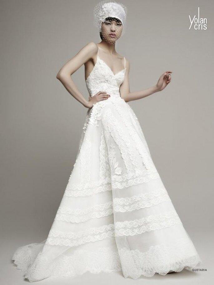 Vestido de novia 2014 en color blanco con tirantes delgados, escote pronunciado y falda amplia - Foto YolanCris