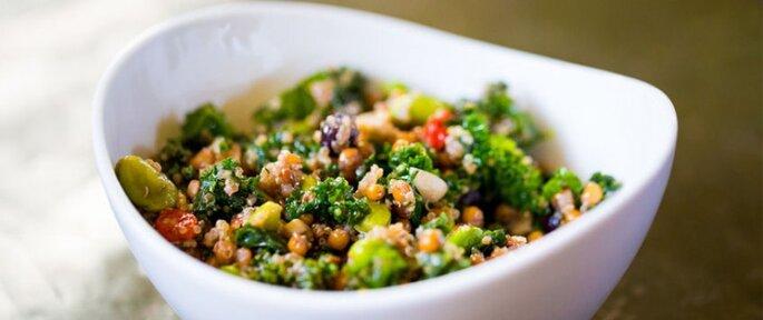 Photo : Salade de Kale, quinoa et cranberries - retrouvez la recette ici.