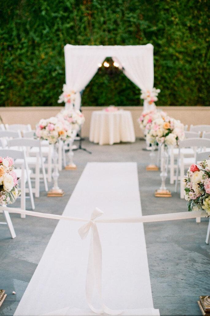 8 maneras creativas de decorar el pasillo de la ceremonia de boda. Foto-Caroline Tran