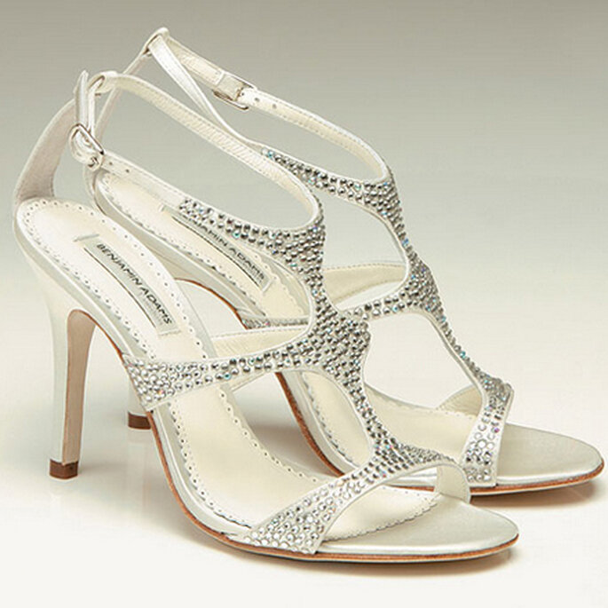 FOX. El glamour en sandalias, están hechas a mano por Paradox London con la más fina seda duquesa