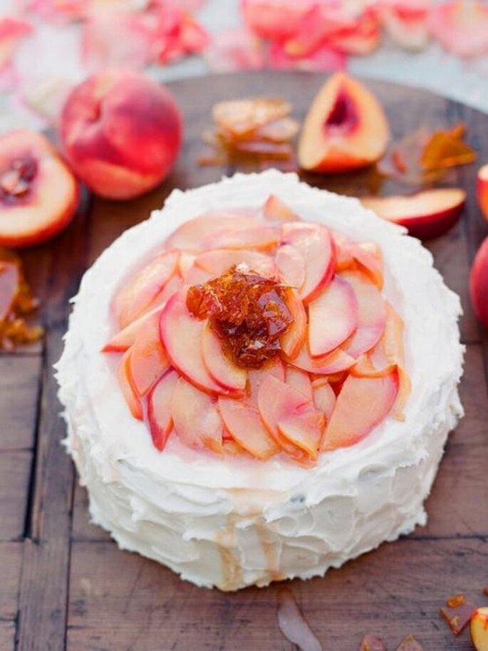Pastel de durazno casero para una boda bohemia - Foto Southern Weddings Facebook