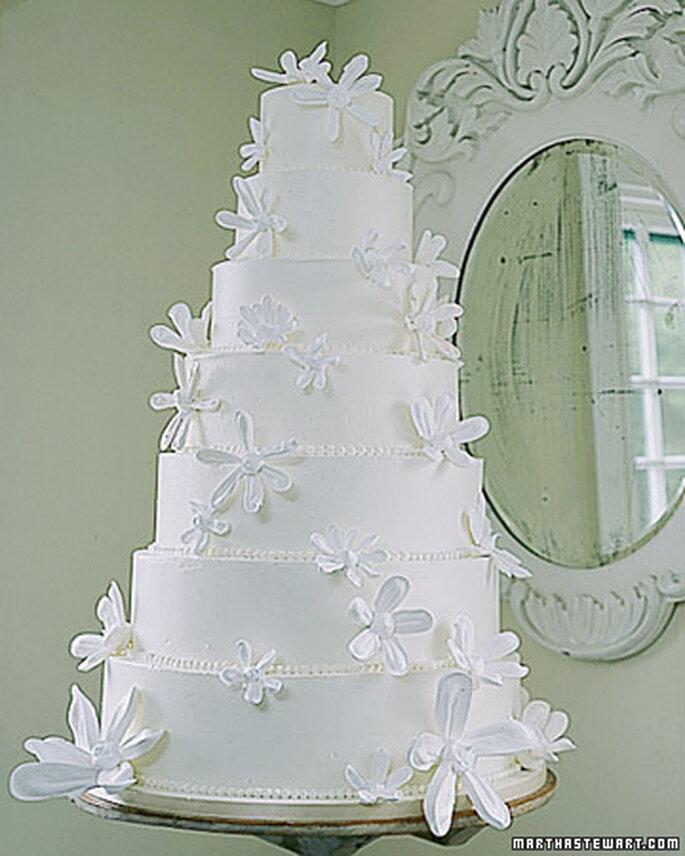 Bolo de noiva decorado com margaridas de pasta americana