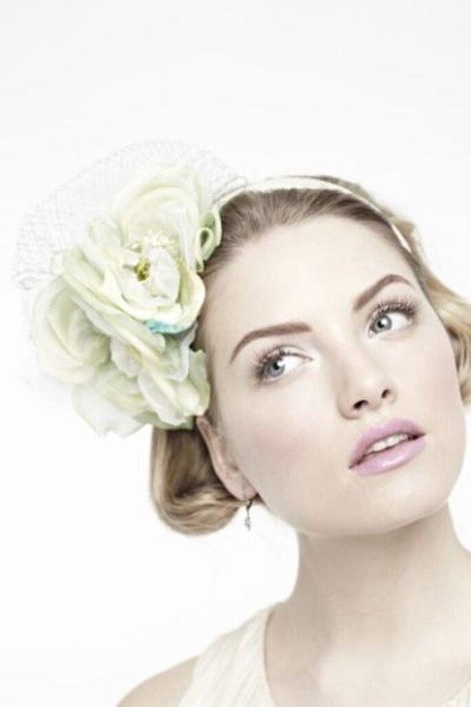Blumen  als Haarschmuck elegant  - Foto: BHLDN
