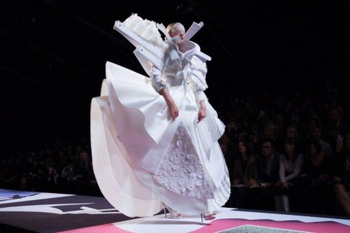 Detalle del vestido de novia extravagante - Foto Viktor & Rolf