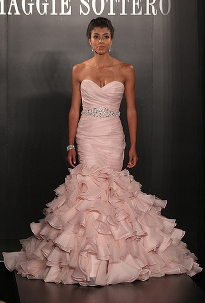 Vestido rosa en corte Sirena de Maggie Sotero. Foto de Maggie Sotero Runway Show