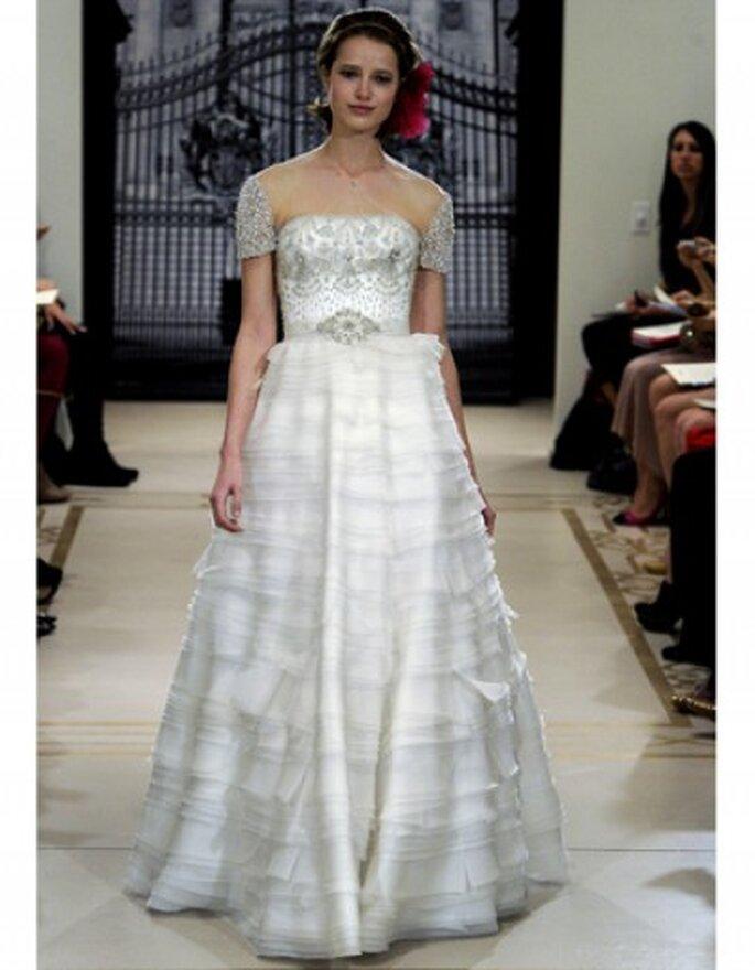 Vestido de novia corte princesa; mangas y corsé con apliques de flores de cristal