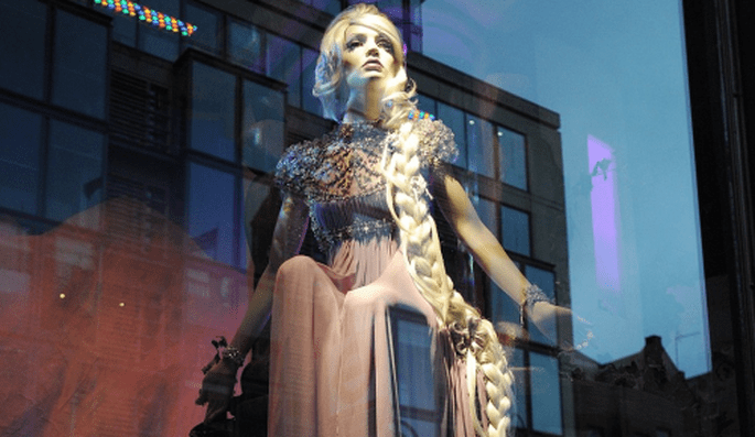 Close up con el vestido de novia inspirado en Rapunzel - Foto Harrods