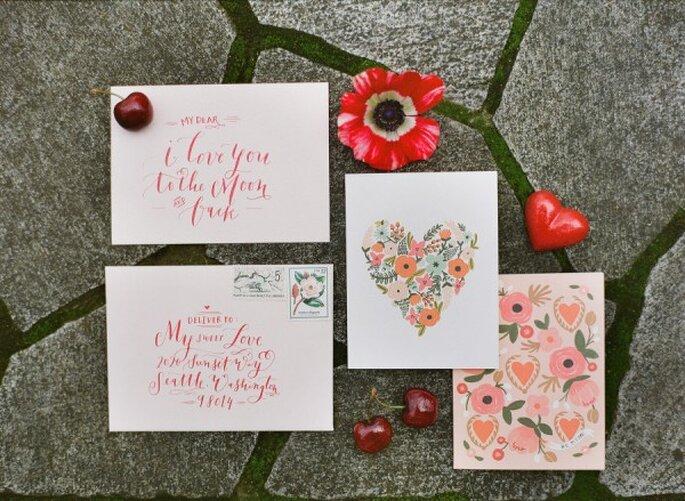 Invitaciones de boda con acentos color rosa - Foto Katie Parra Photography